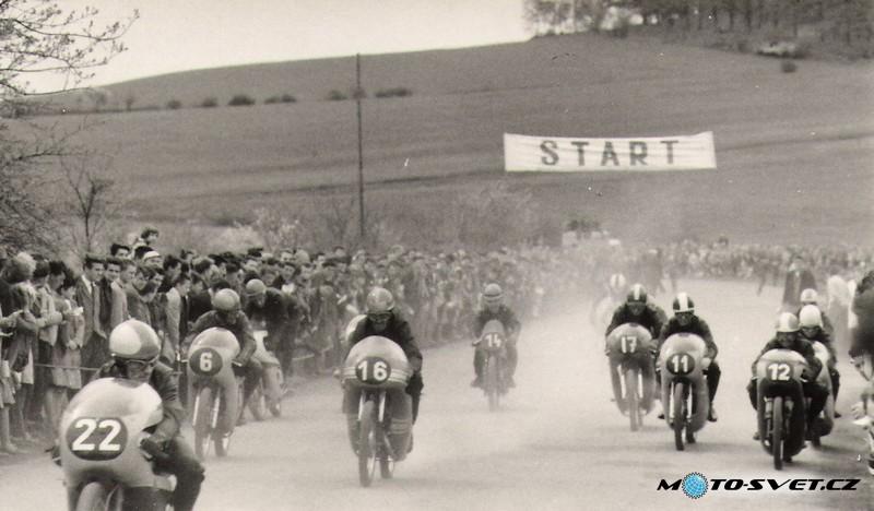 Kdyně 1965- obrovské množství diváků okolo trati